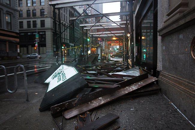 إعصار ساندي يجتاح نيويورك: صور من الآثار التدميرية للكارثة