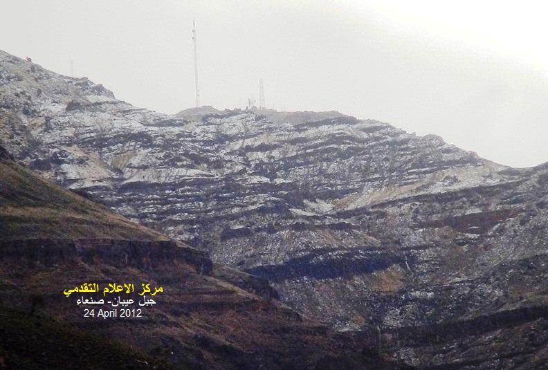 الثلوج تغطي جبل عيبان بصنعاء