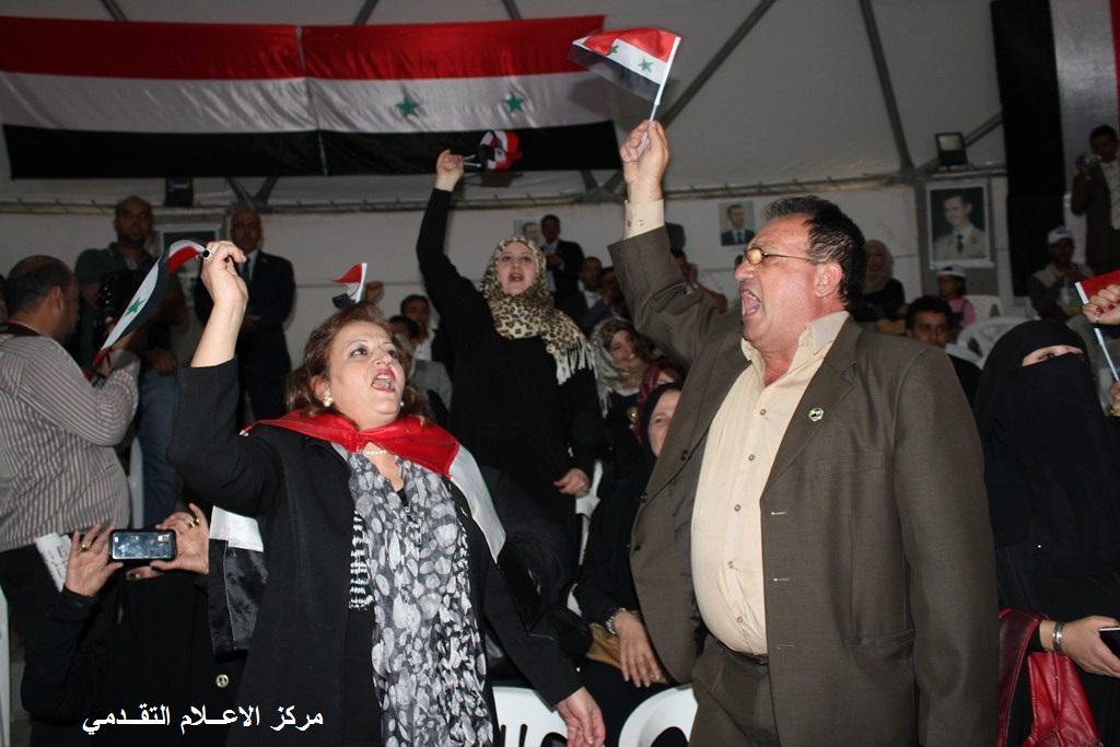 الصباحية الشعرية للشاعر عمر الفرا في خيمة المقاومة تضامنا مع سوريا